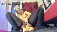 Amazing inked ebony Hola squirting pussy while fucks ass