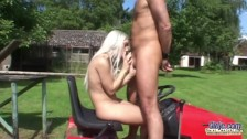 Old dude banging young pussy on the lawnmower